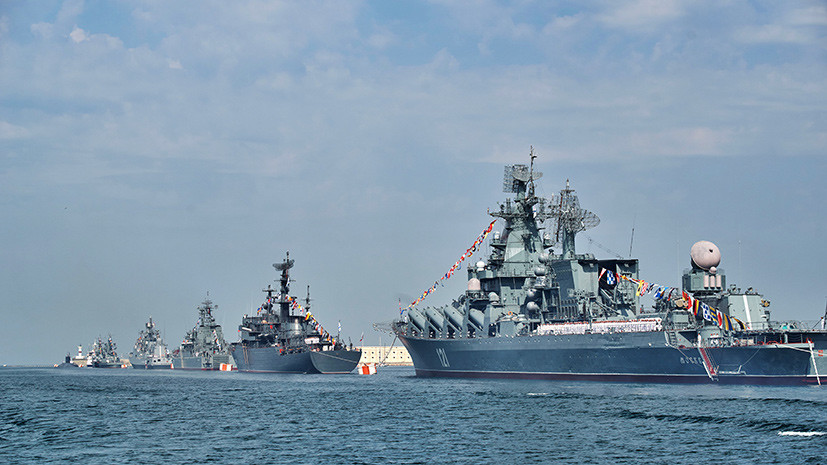 В Севастопольской бухте начались общие тренировки к параду в честь Дня ВМФ