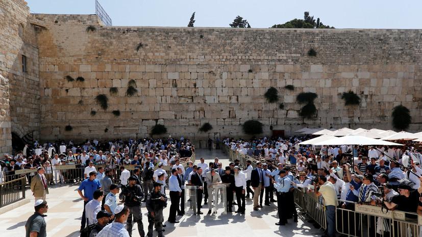Крупный камень выпал из Стены Плача в Иерусалиме