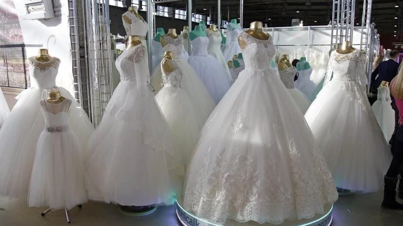 Более тысячи московских пар планируют пожениться в день «трёх восьмёрок» в августе