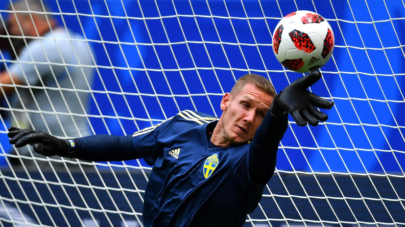 «Рома» представила нового футболиста Ольсена в виде покупки из IKEA
