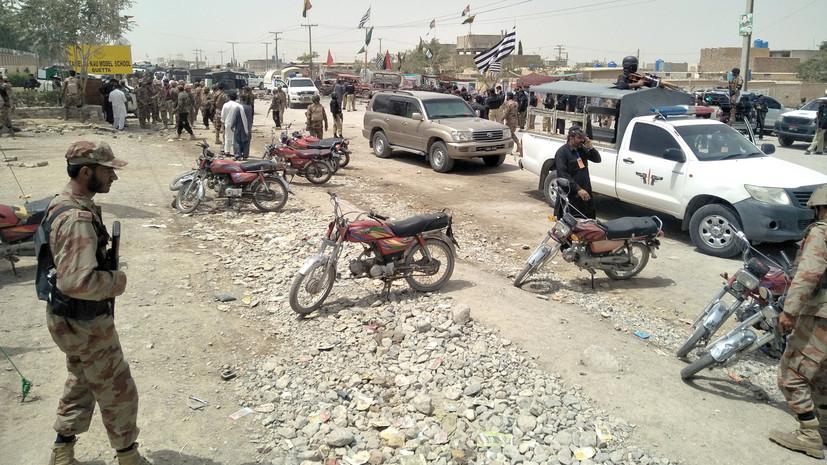 Более 20 человек погибли при взрыве во время выборов в Пакистане