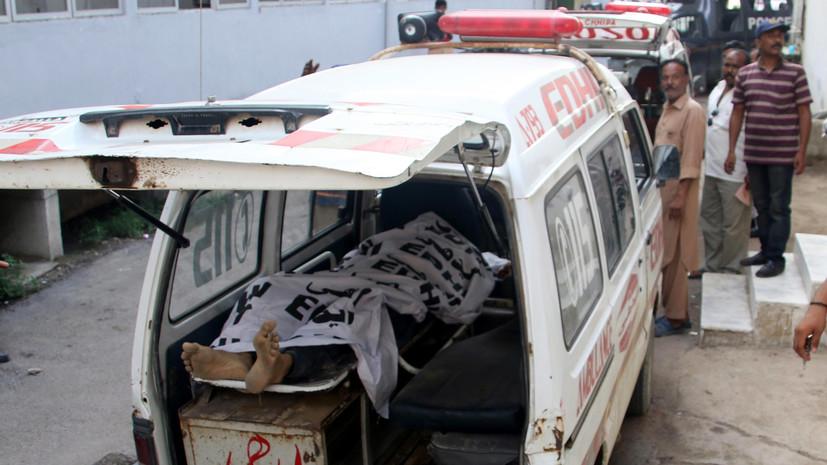 Число жертв взрыва на избирательном участке в Пакистане увеличилось до 31