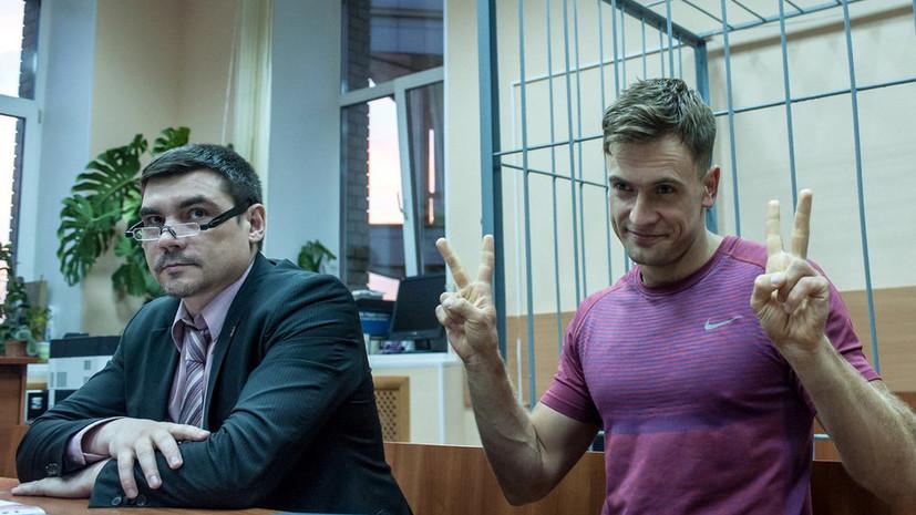 Суд оштрафовал участника акции Pussy Riot за ношение полицейской формы