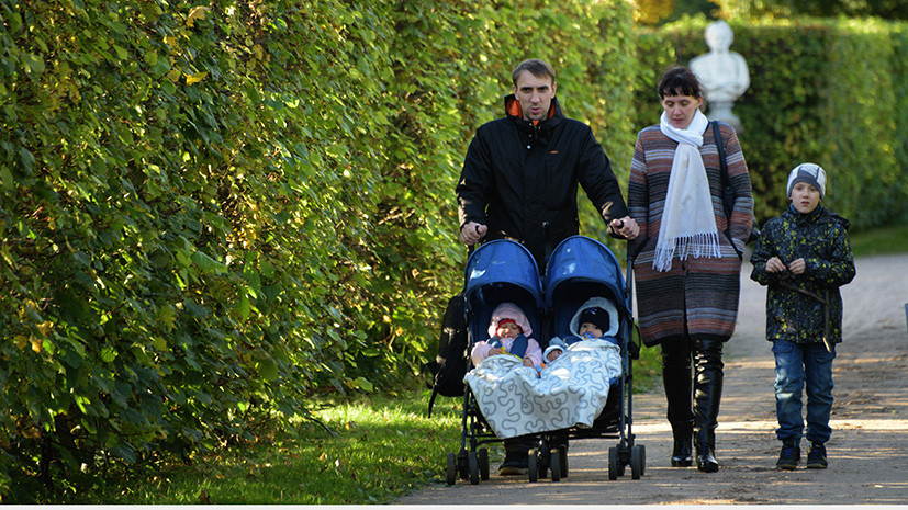 «Этот потенциал понадобится экономике»: как изменения программы материнского капитала скажутся на рождаемости в России