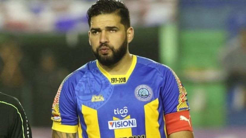 Слепой на один глаз футболист забил красивый гол в матче Кубка Парагвая