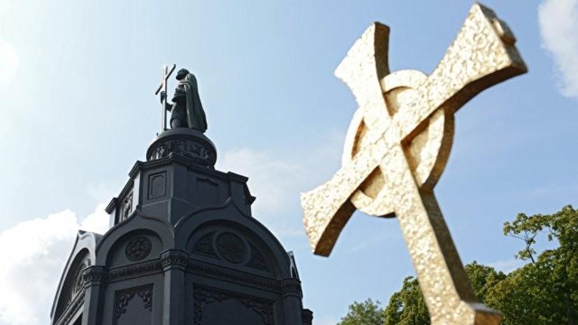 В Киеве тысячи человек собрались на празднование дня Крещения Руси