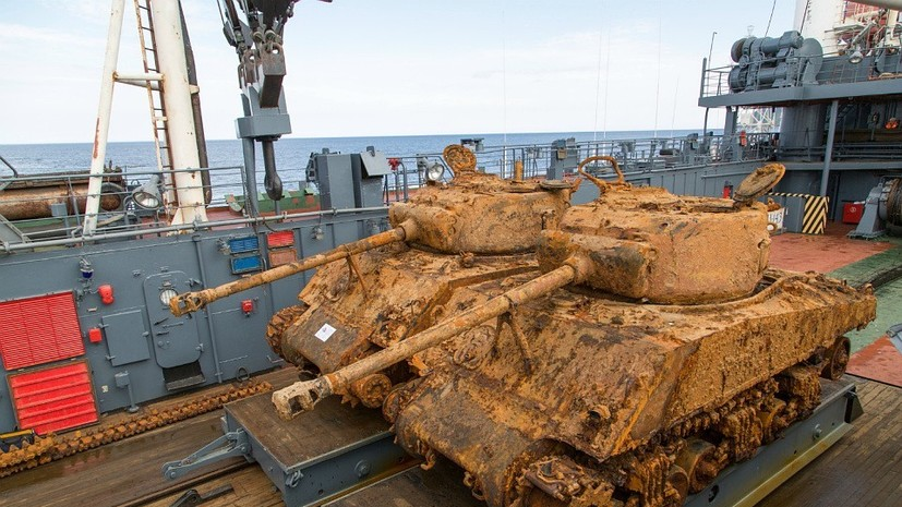 Моряки Северного флота подняли американский танк со дна Баренцева моря