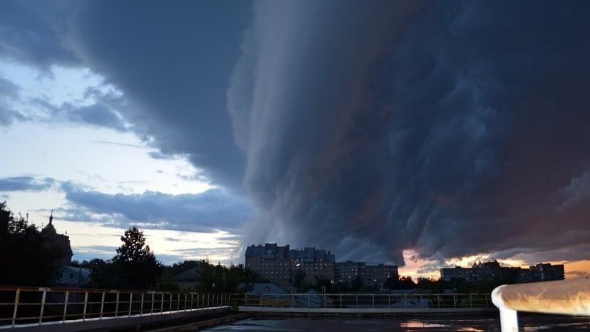 В МЧС предупредили о грозе и сильном ветре в Москве
