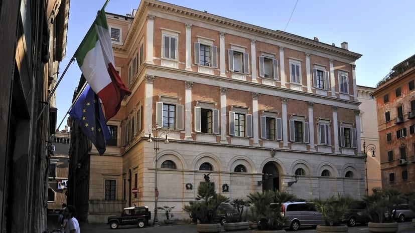 СМИ: Итальянский военнослужащий покончил с собой в резиденции Берлускони