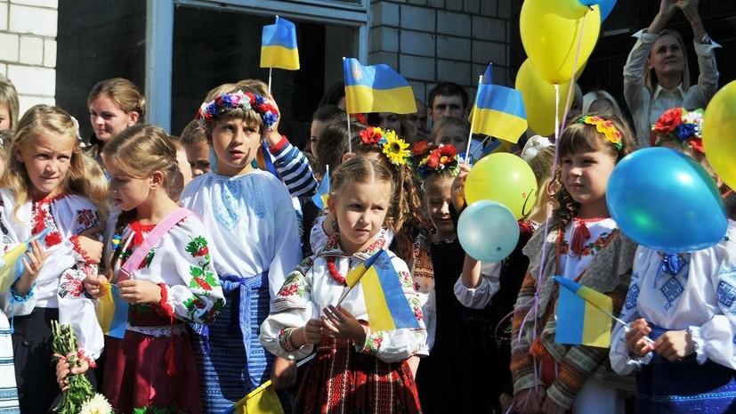 «Жирный крест на системе образования»: по каким учебникам занимаются украинские школьники