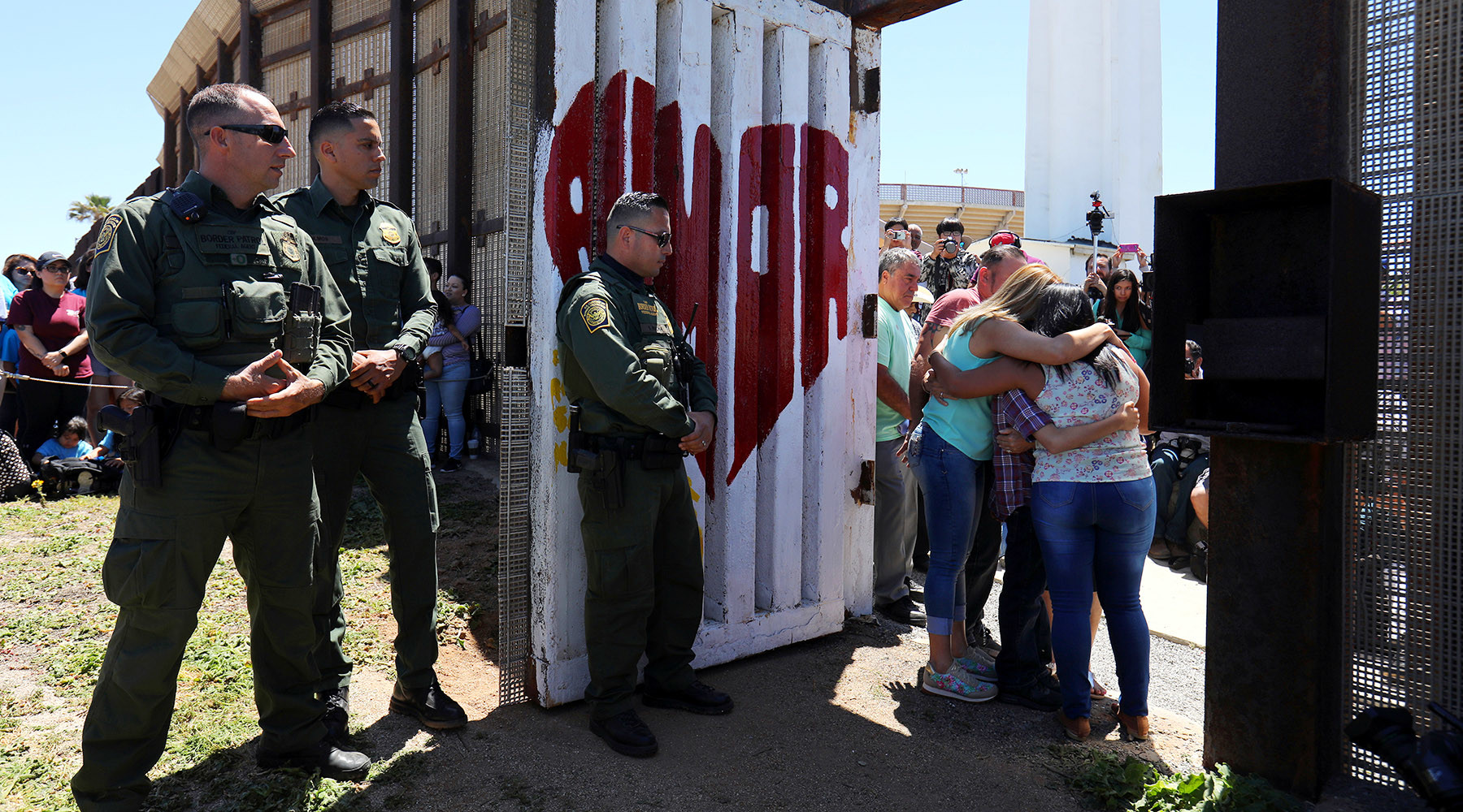 Трамп вновь призвал депортировать незаконных  мигрантов без суда
