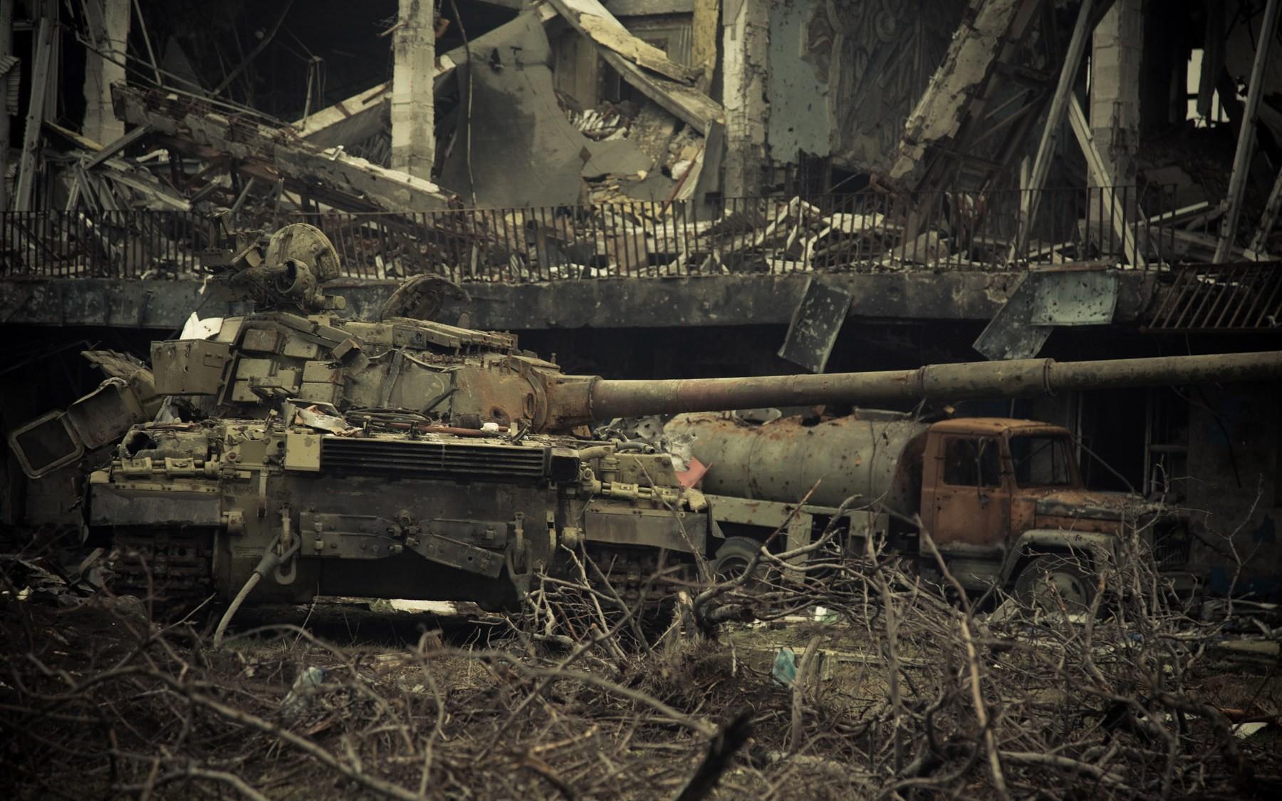 «Выживать под огнём научил Моторола»: о войне, правде и работе под пулями (ФОТО)