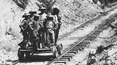Китайские рабочие на строительстве Трансконтинентальной железной дороги в США