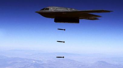 B-2 Spirit производит бомбометание