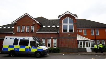 Церковь в Эймсбери, оцепленная после госпитализации двух человек, которые, по заявлениям полиции, были отравлены нервно-паралитическим газом