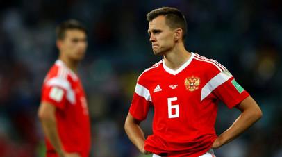 Футболисты сборной России Денис Черышев и Илья Кутепов