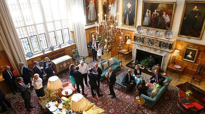 Кабинет министров Великобритании на встрече, посвящённой составлению плана по брекситу. Резиденция премьер-министра, 6 июля 2018 года