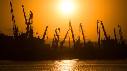 Новороссийский морской торговый порт на Чёрном море © Владимир Астапкович