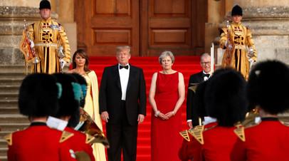 Президент США Дональд Трамп и премьер-министр Великобритании Тереза Мэй с супругами прибыли на ужин в честь главы Белого дома в Бленхеймском дворце в графстве Оксфордшир