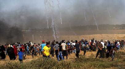 Израильская сторона применяет слезоточивый газ против протестующих палестинцев на границе Израиля и сектора Газа, 20 июля