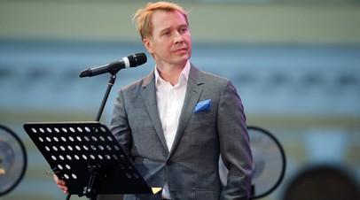 Евгений Миронов посетил открытие экологического лагеря для волонтёров на Байкале