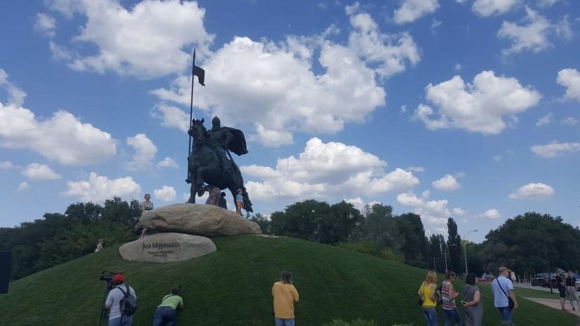 Кличко открыл памятник Илье Муромцу и назвал его украинским богатырём