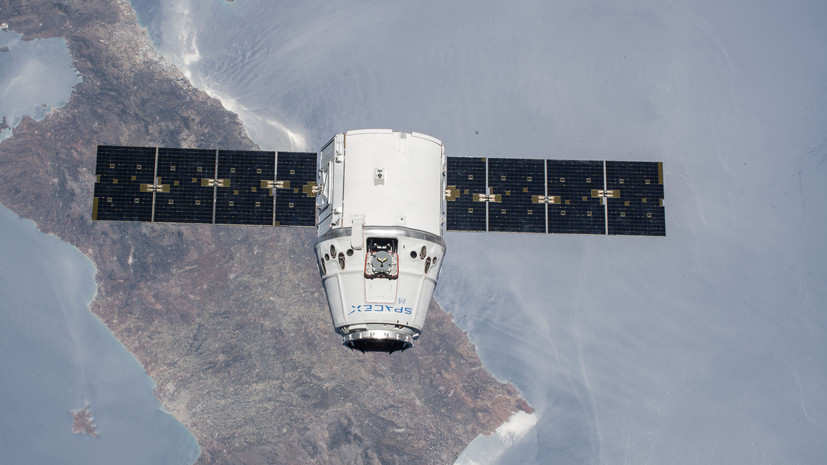 Грузовой космический корабль Dragon отстыковался от МКС