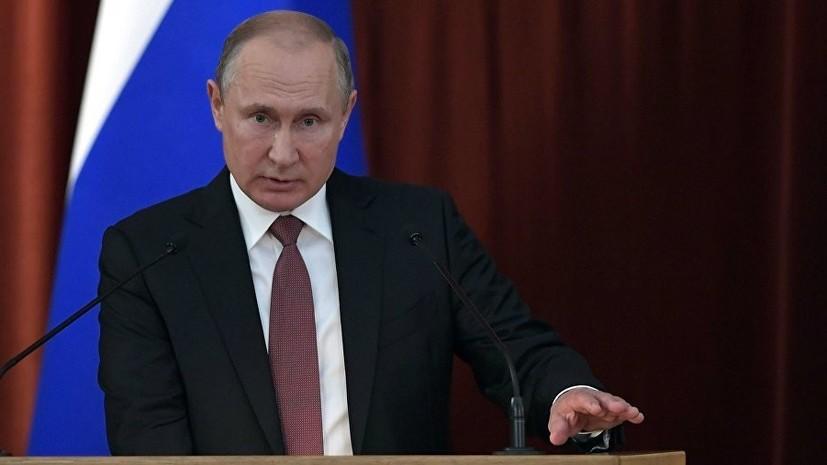 Президент России Владимир Путин поздравил работников и ветеранов железнодорожного транспорта