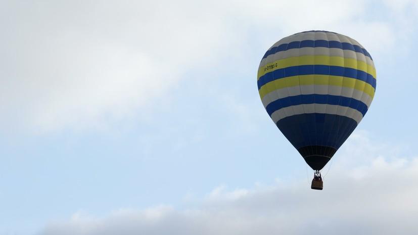 На Украине пять человек на воздушном шаре застряли в деревьях