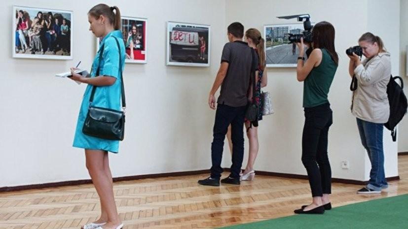 В Луганске открыли выставку работ погибшего в Донбассе Андрея Стенина