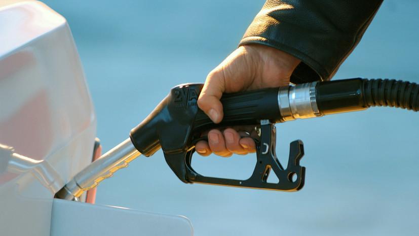 Росстат заявил о снижении цены на бензин в России в июле впервые за 2018 год