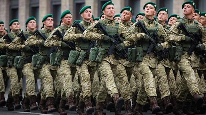 Эксперт оценил поручение Порошенко законодательно закрепить воинское приветствие «Слава Украине!»
