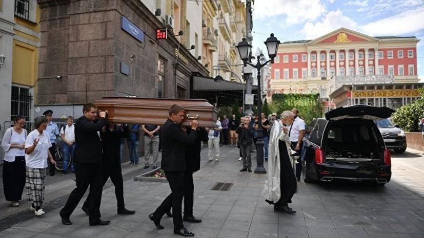Погибшего в ЦАР режиссёра Расторгуева похоронили в Москве