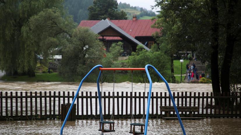 На юге Франции эвакуировали более 1600 человек из-за ливней