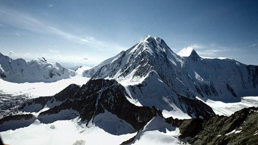 В горах Алтая застряли четверо туристов без снаряжения