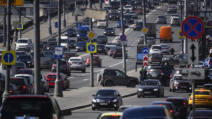 Москвичам рекомендуют выезжать из города в область до 15:00 или