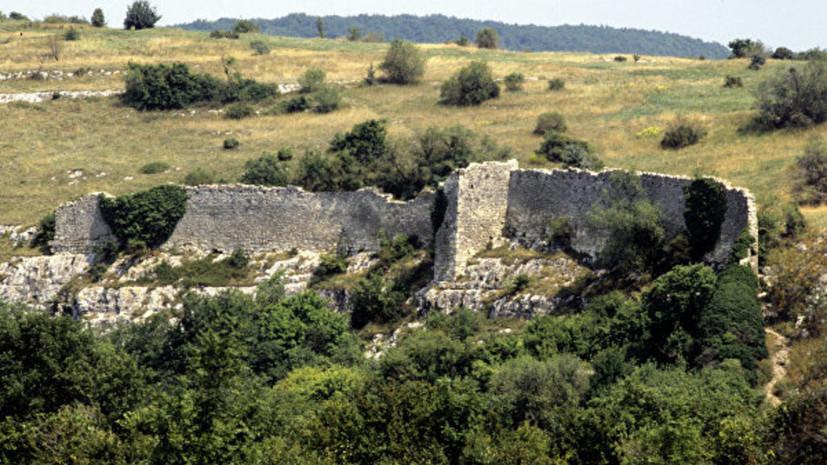 Археологи нашли эллинистическую подвеску на раскопках в Крыму