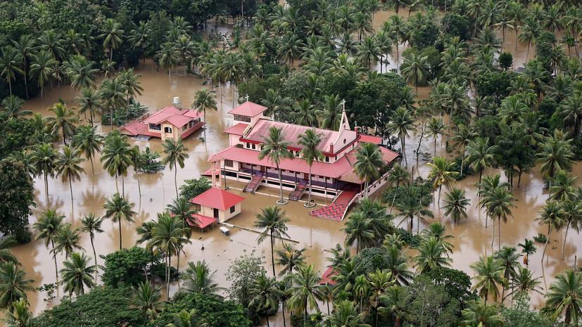 Наводнение вИндии забрало жизни 324 человек