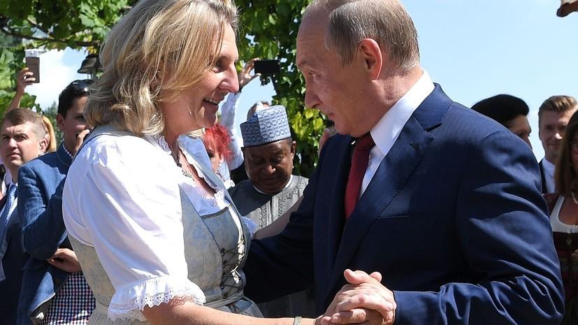 Песков поведал, что подарил Путин насвадьбу руководителя МИД Австрии