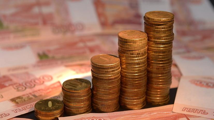 На открытии торгов рубль снижается к доллару и евро. Об