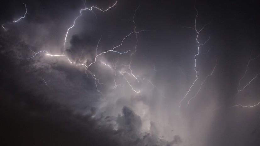 МЧС предупредило о грозе и сильном ветре в Санкт-Петербурге в