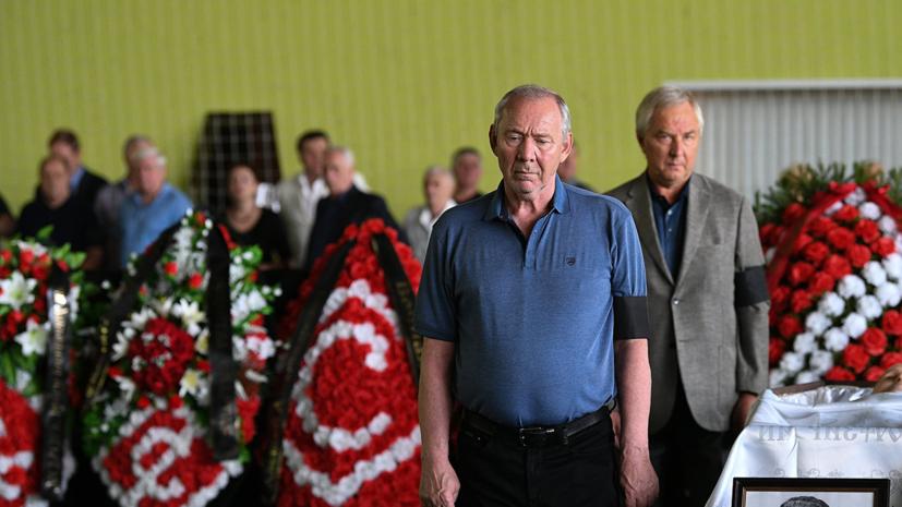 Черчесов пришел напрощание сПарамоновым