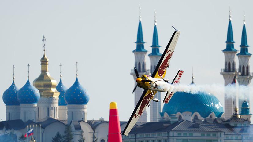 «Формула-1» в воздухе: в Казани прошёл этап чемпионата мира по гонкам на трюковых самолётах