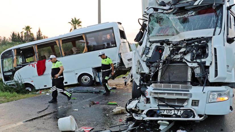 СМИ: В Турции 11 российских туристов пострадали в ДТП с автобусом