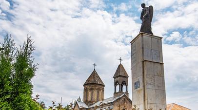 Памятник жертвам грузино-осетинского конфликта «Скорбящий ангел» в Цхинвале © Алексей Ковалёв
