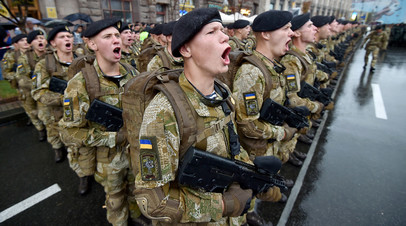 «В современном мире это неприемлемо»: к чему может привести желание Порошенко узаконить нацистское приветствие в армии