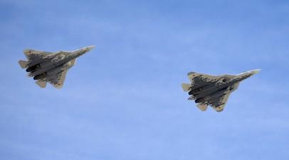 Пара новейших истребителей Су-57