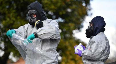 Полиция Британии ведёт расследование отравления Скрипалей в специальных костюмах