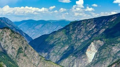 Заблокированные в горах Алтая туристысмогли построить укрытие