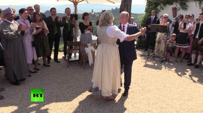 Путин прибыл на свадьбу главы МИД Австрии и вручил букет